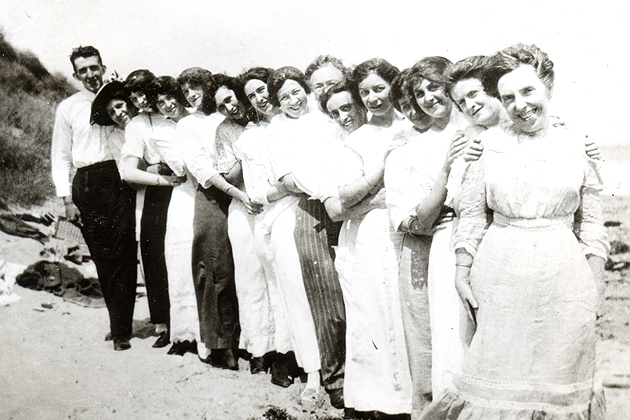 Southern New England Telephone Company operators at a beach outing, July 1913. (Photo from Archives & Special Collections, UConn Libraries)