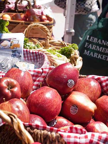 Apples from an orchard in New York State. Produce sold at the farmer's market comes from the closest available source within the region. (Jeff Gonci/UConn Photo)