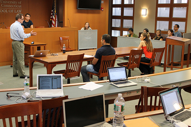 Adjunct professor Ronald Murphy '83 JD teaches a Trial Advocacy simulation in the Koskoff Koskoff and Bieder Trial Courtroom at the Law School campus in Hartford. (Bianca Slota/UConn Photo)