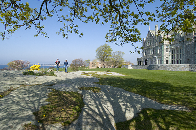 Students walking at the Avery Point campus. (Al Ferreira for UConn)