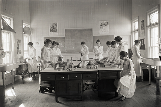 'Cooking Lab in Grove Cottage, 1919.' The Connecticut Agricultural College helped train nutritionists to teach women on the home front how to prepare meals with other foods through its Extension Service. (Courtesy of the Jerauld A. Manter Photograph Collection, Thomas J. Dodd Research Center)