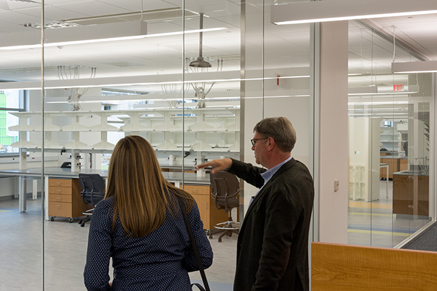 The interior of The Jackson Laboratory for Genomic Medicine is designed with large, open suites to encourage the sharing of ideas among scientists, including those from UConn. (Derek Hayn/Centerbrook Architects)