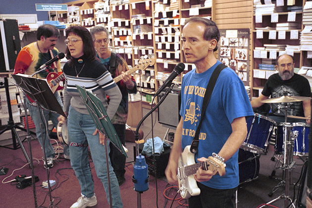 Off Yer Rockers, a group composed of faculty members plays at the UConn Co-op.  From left to right are Ernie Zirakzadeh, professor of political science, Davita Glasberg, professor of sociology, Peter Kaminsky, associate professor of music, David Miller, professor of psychology, and Eric Jordan, professor of mechanical engineering.  The group played to raise money for the Willimantic Soup Kitchen. 1999  PHOTO BY PETER MORENUS