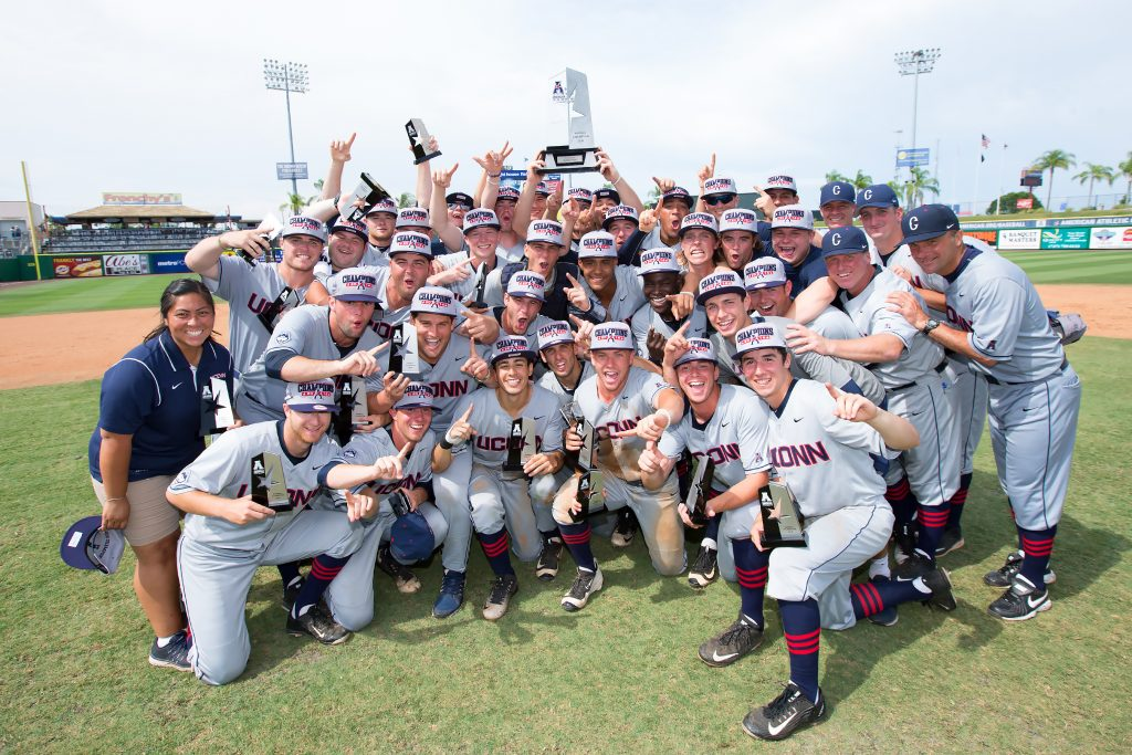 The UConn baseball team holds up the 2016 AAC Championship trophy. (Stephen Slade '89 (SFA) for UConn)