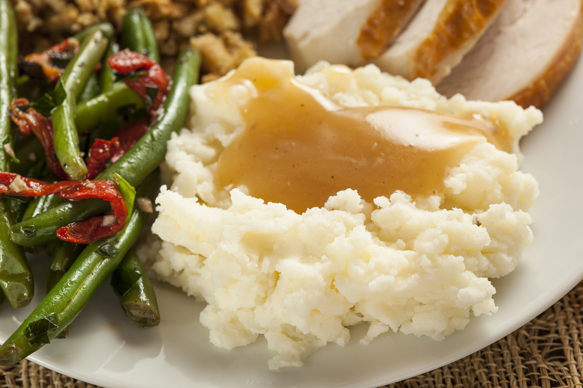 Mashed potatoes with gravy for Thanksgiving. (bhofack2/Getty Images)