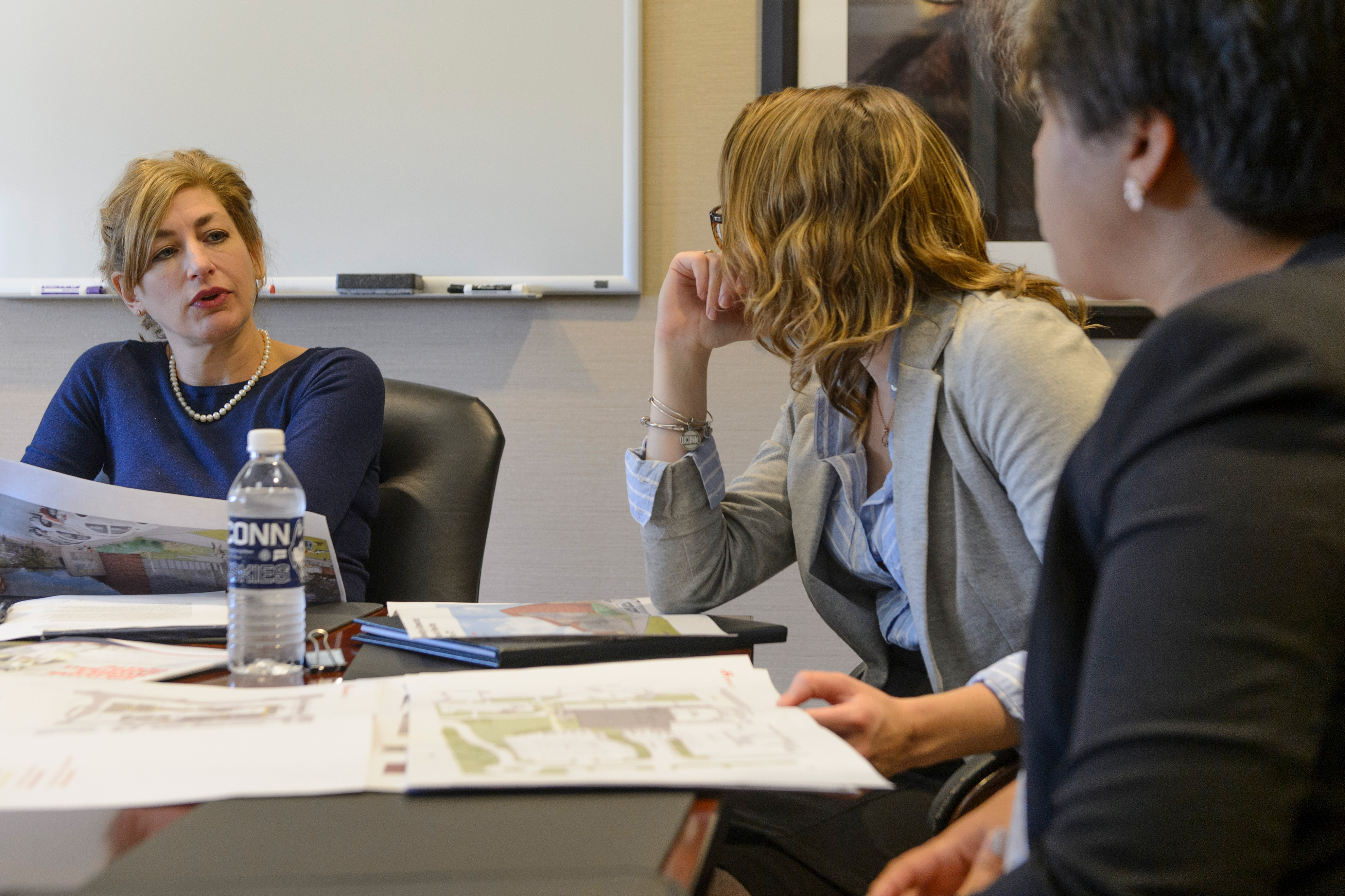 President Susan Herbst and senior staff meet with undergraduates Jessica Kirchner and Amy Cerezo at Gulley Hall on Oct. 25, 2016. (Peter Morenus/UConn Photo)