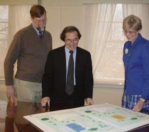 <p>Architects Whit Iglehart, left, and Tai Soo Kim discuss plans for the Nursing School's new Widmer Wing with Dean Anne Bavier. Photo by Barbara Slater</p>
