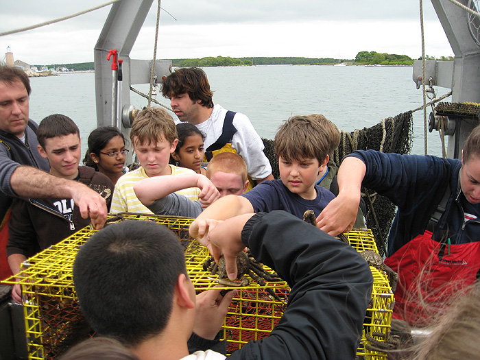 Middle school students learn about the ocean from Project Oceanology staff during Marine Science Day. (UConn Photo/Christine Sziabowski)