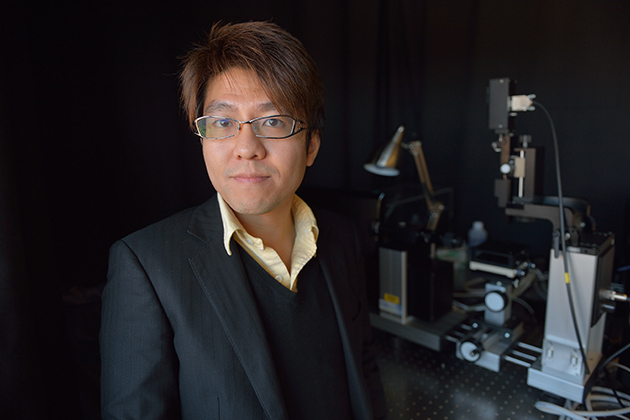 Anson Ma, assistant professor of chemical engineering, is studying how nanoparticles flow in the bloodstream. His research will help determine whether nanoparticles can be employed to improve the delivery of cancer-fighting drugs to tumors. (Peter Morenus/UConn Photo)