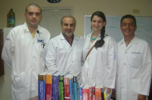 Doctors from the Hospital Luis Vernaza in Guayaquil, Ecuador a Sarah Fuller