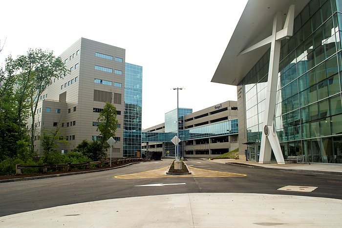 A new lower campus boulevard provides access to the Outpatient Pavilion (left), Garage 1 (center), and the Medical Arts and Research Building (right). (Tina Encarnacion/UConn Health Photo)