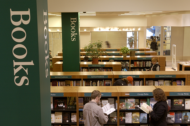 Students shop for books at the UConn Co-op on Hillside Road in 2003. (Peter Morenus/UConn Photo)