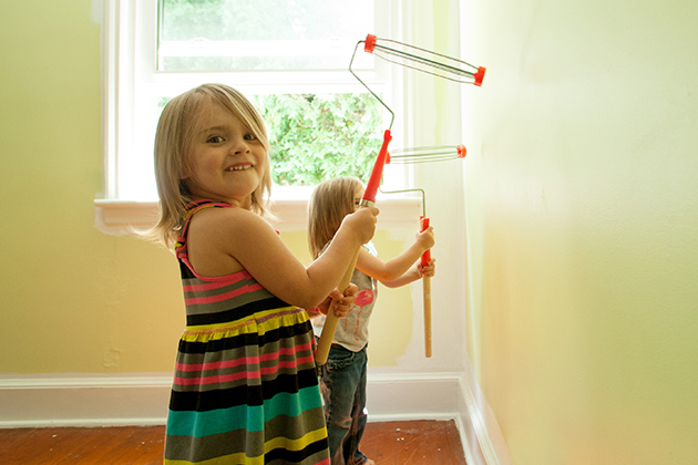 Three year old, Gracie, during a room make-over by Jonathan Markovics who was funded by an Idea Grant on Aug. 7, 2015. (sean flynn/UConn Photo)