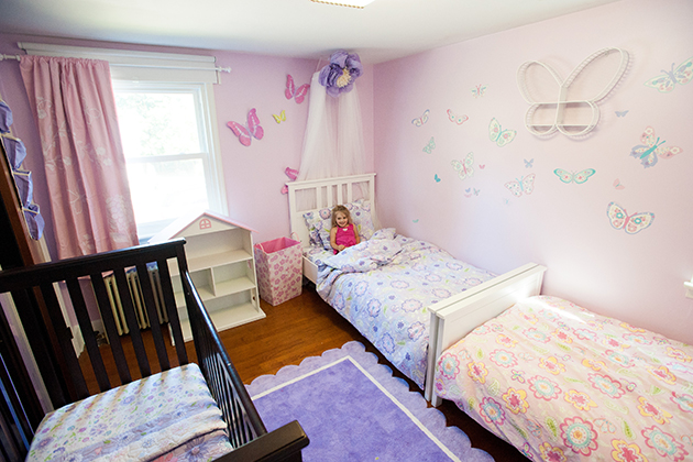 Three year old, Gracie, during a room make-over by Jonathan Markovics who was funded by an Idea Grant on Aug. 9, 2015. (sean flynn/UConn Photo)
