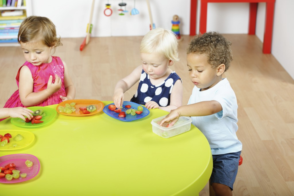 Young children eating healthy snacks in a day care setting. (iStock Photo)