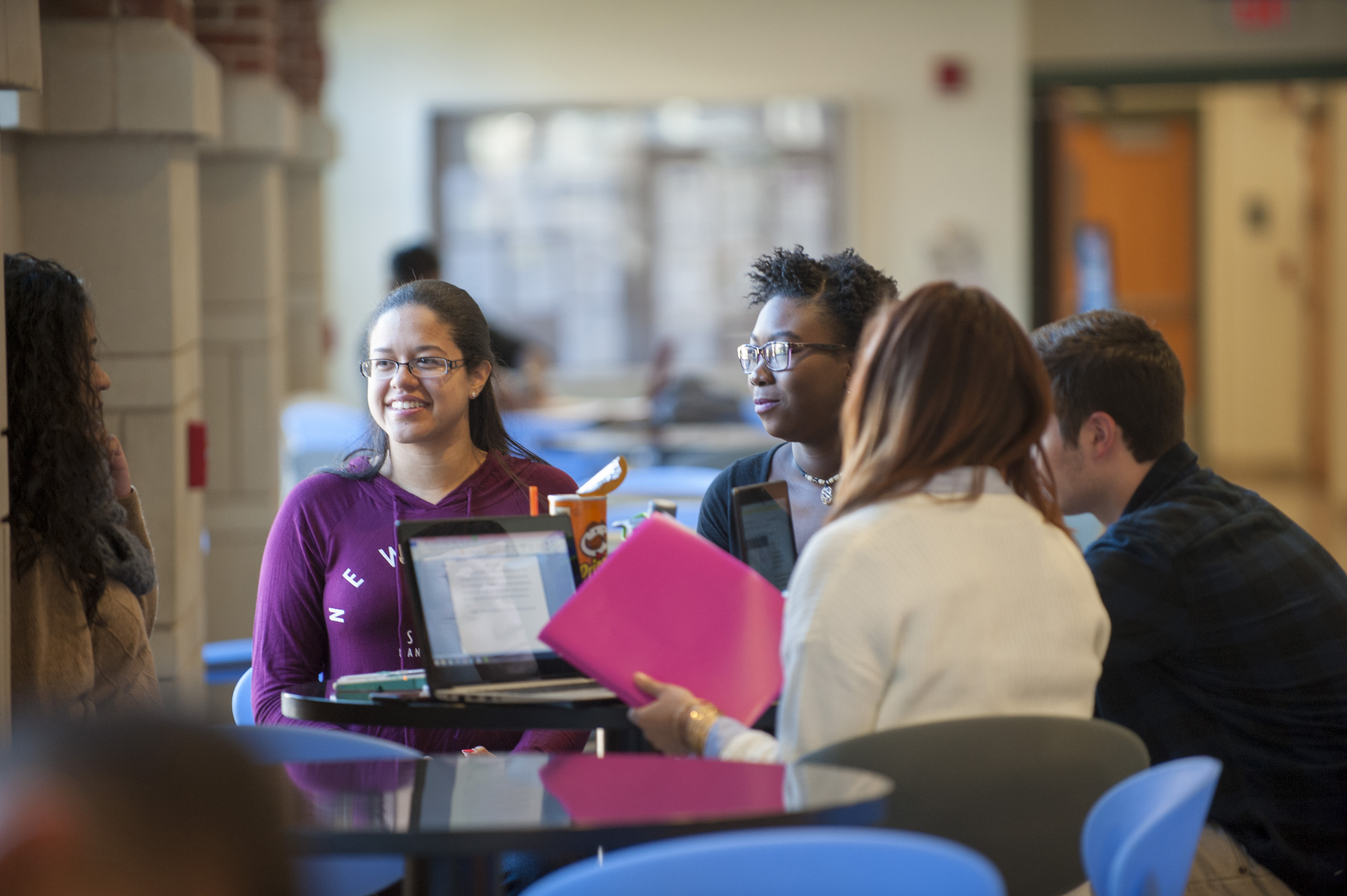 A group of students discussing class work. (Sean Flynn/UConn Photo)