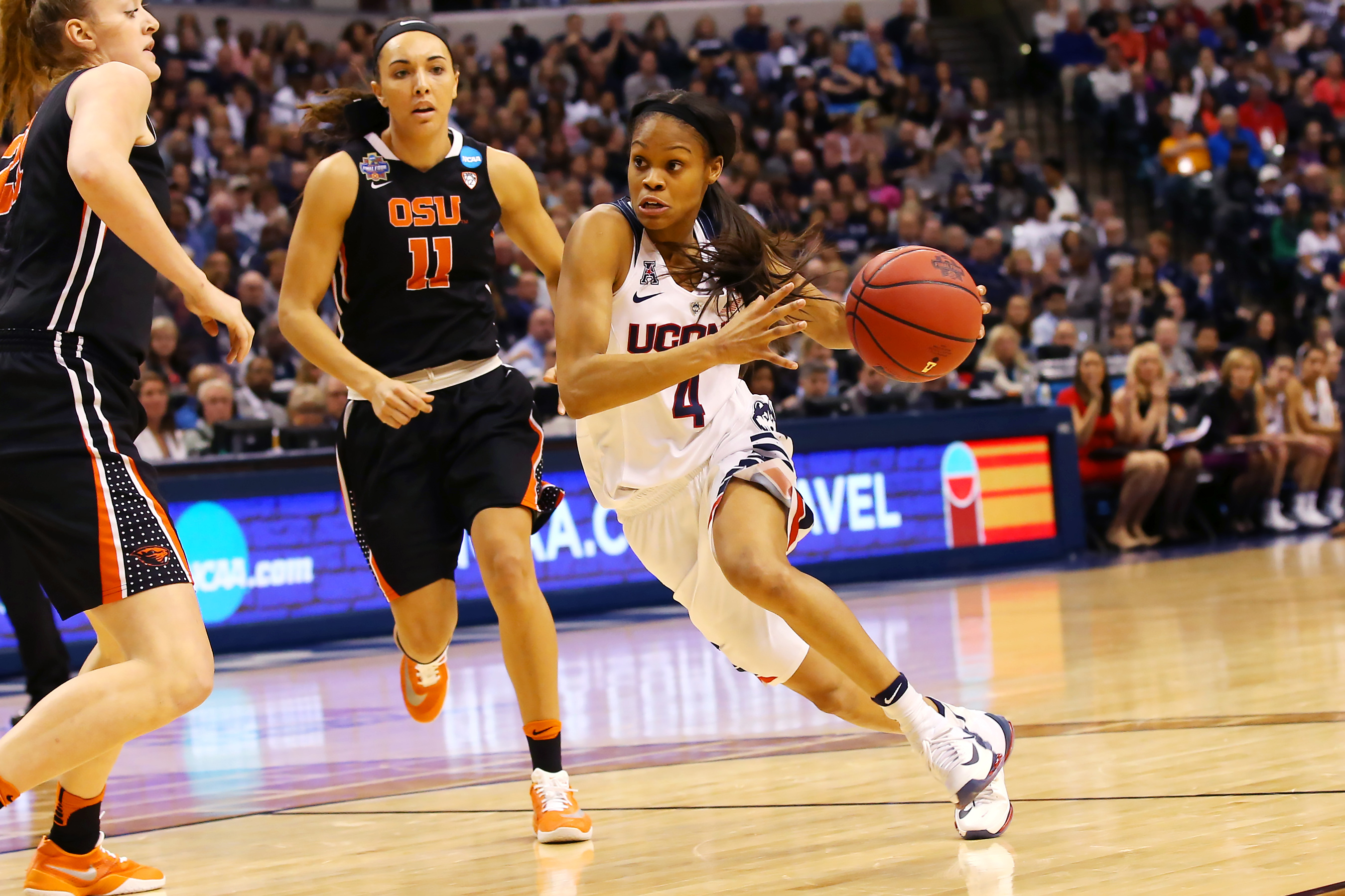 Moriah Jefferson '16 (CLAS) during the national semi-final game against Oregon State, April 3, 2016. (Stephen Slade '89 (SFA) for UConn)