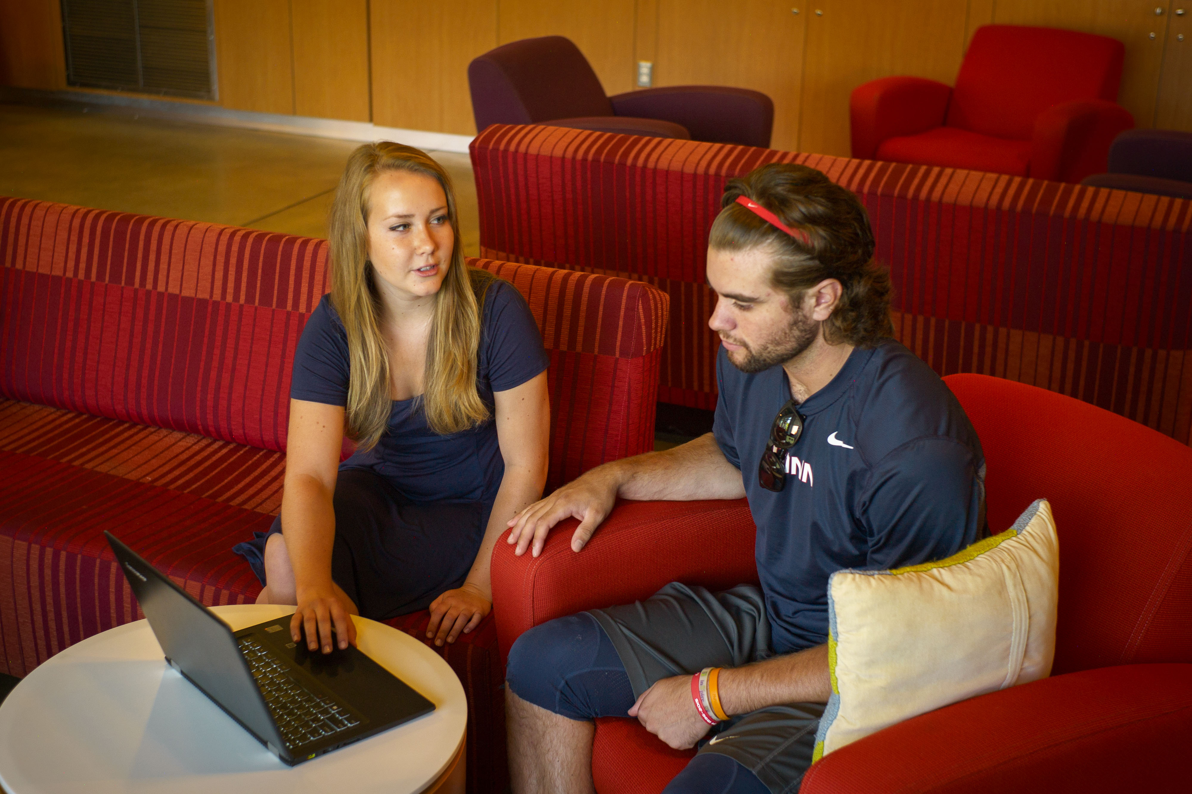 Student mentor Lisa Iwanicki '18 (NUR) shows Troy Stefanski '18 (CLAS) the Major Experience program's online tool at The Beanery café. (Peter Morenus/UConn Photo)