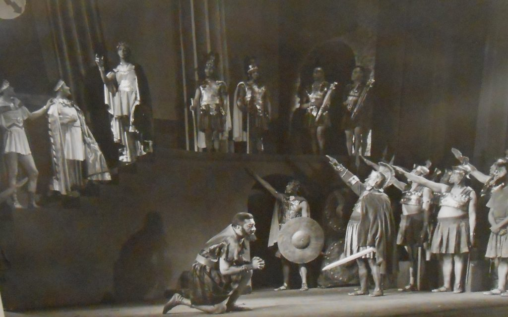 Production photo, the salute, from Harlem Negro Unit's Androcles and the Lion. (Public Domain)