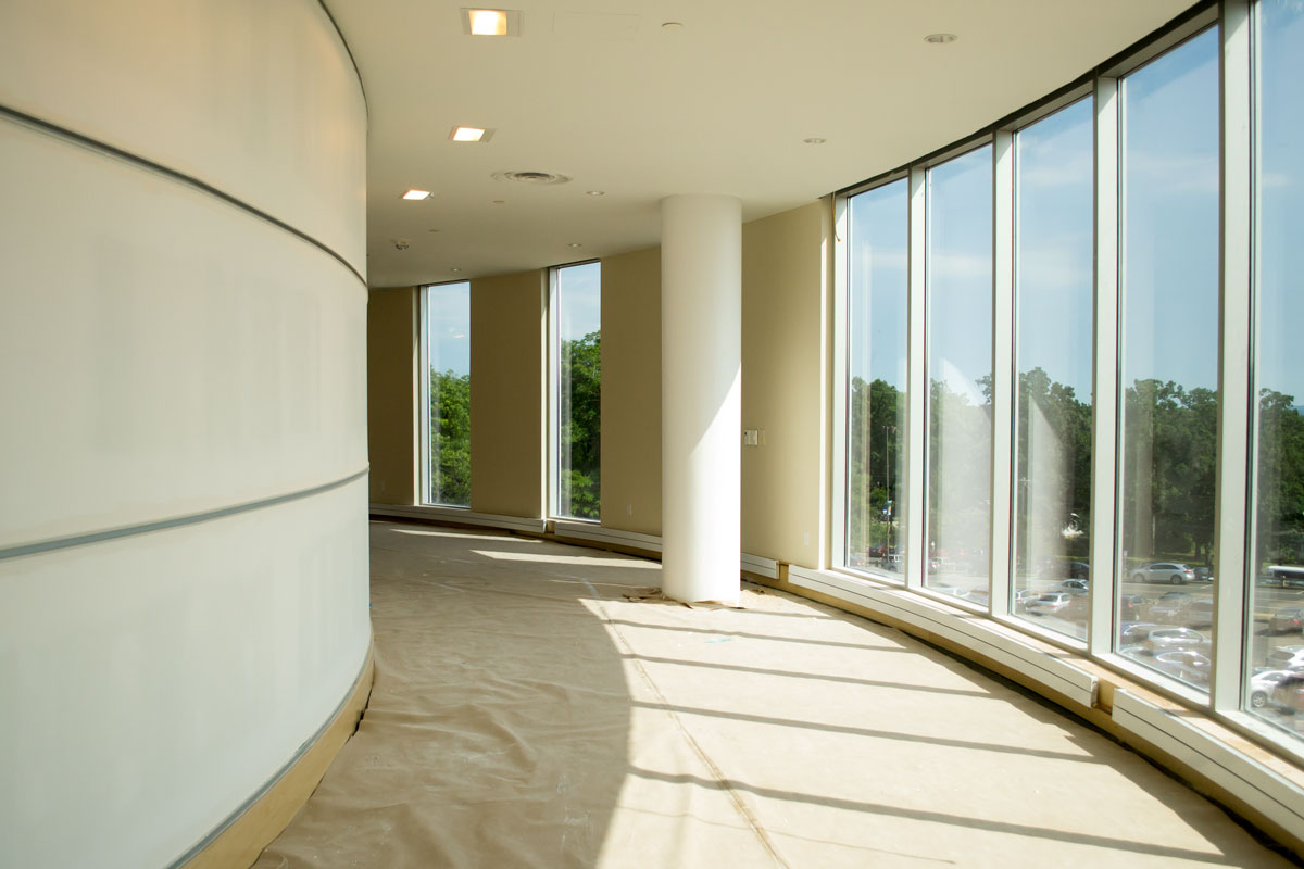 The hallway around the perimeter of the academic addition allows ample natural lighting and a first-story view.(Tina Encarnacion/UConn Health)