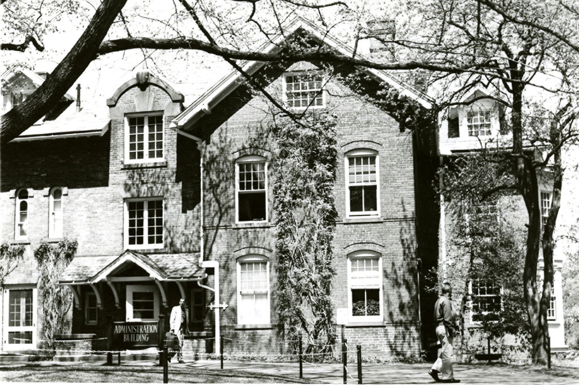 Administration Building, 1280 Asylum Avenue, in the 1950s. (Archives & Special Collections, UConn Library)