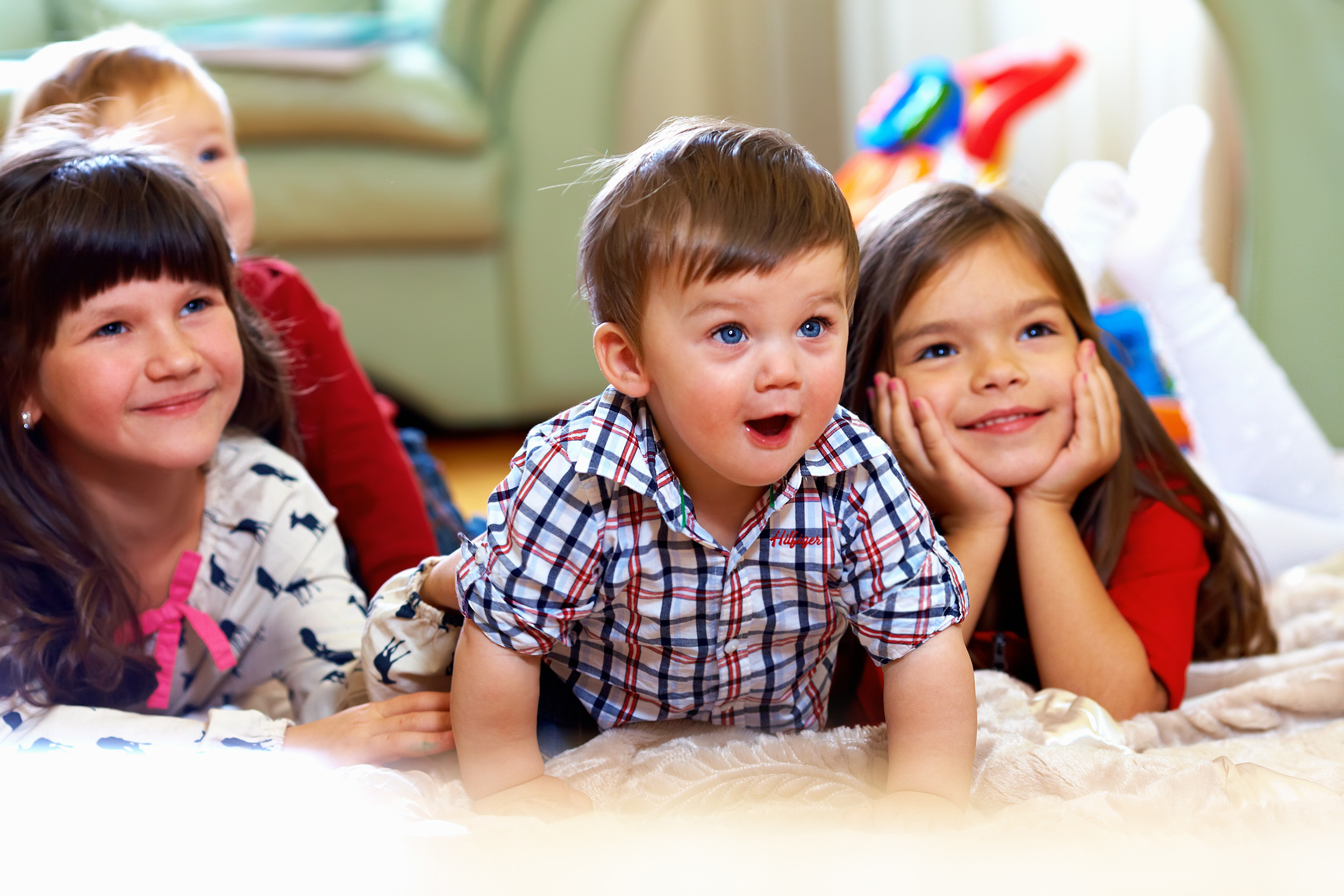 A group of preschoolers watch television. (Shutterstock Photo)