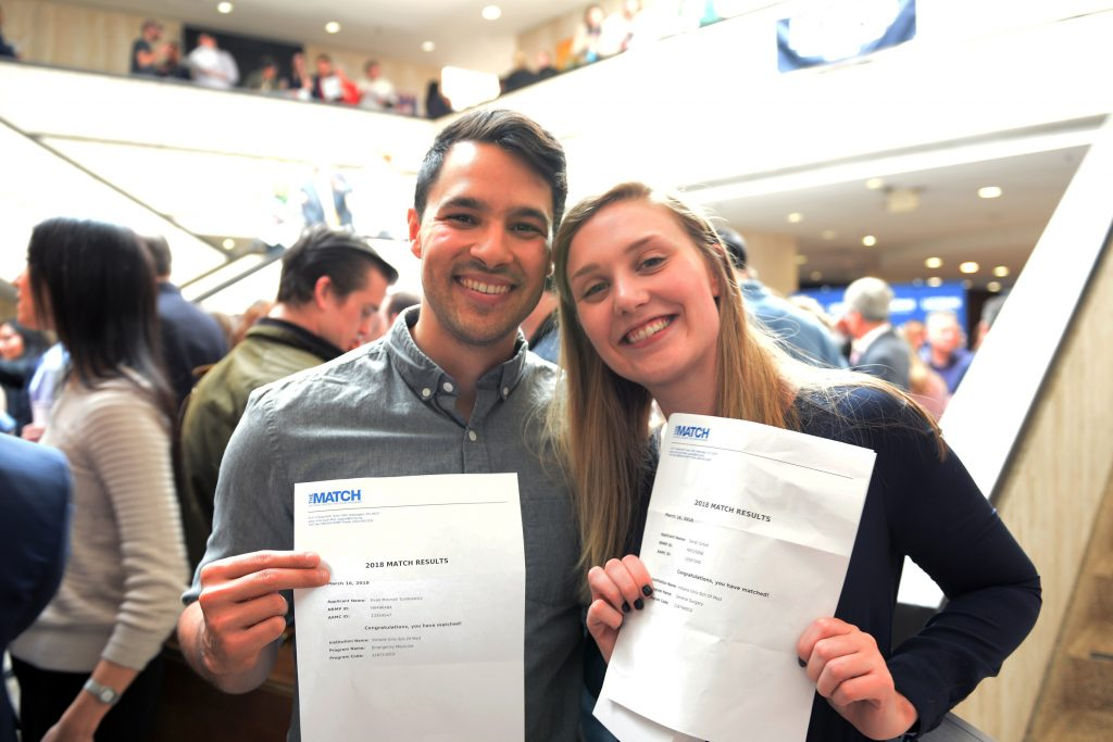 Evan Tomkiewicz and Sarah Grout at UConn Health Match Day 2018. March 16, 2018. (Kristin Wallace/UConn Health Photo)