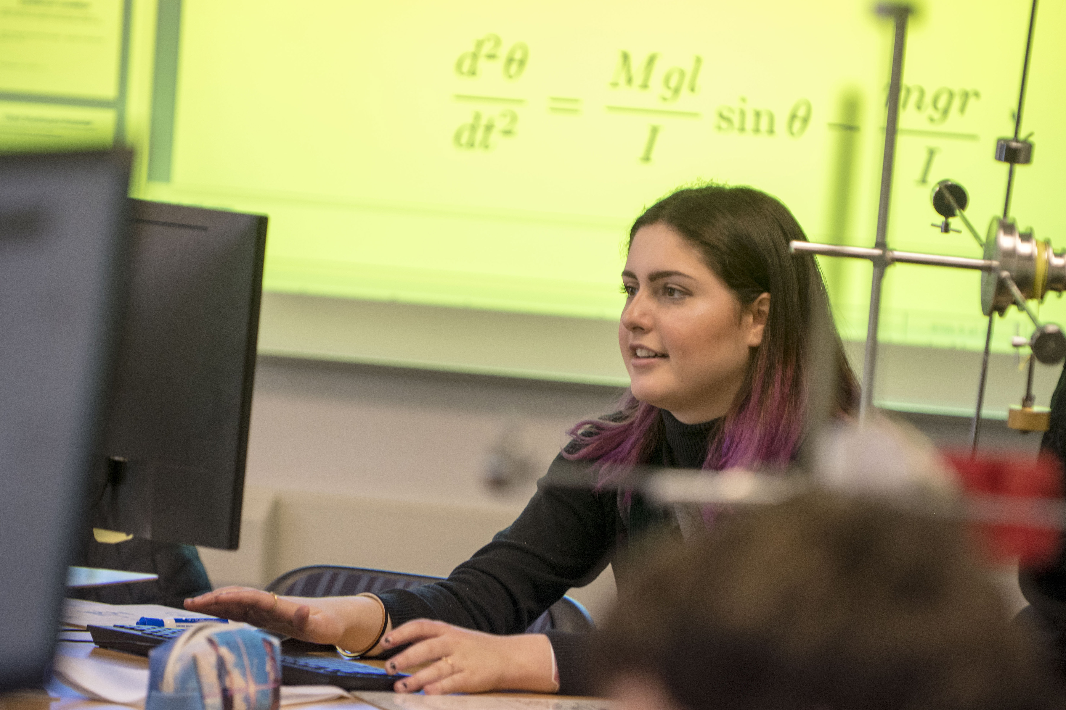 Undergraduate Anna Regan takes part in an introductory course for physics majors held in a newly renovated physics classroom where students are learning concepts through hands-on activities integrated into lectures. (Garrett Spahn '18 (CLAS)/UConn Photo)