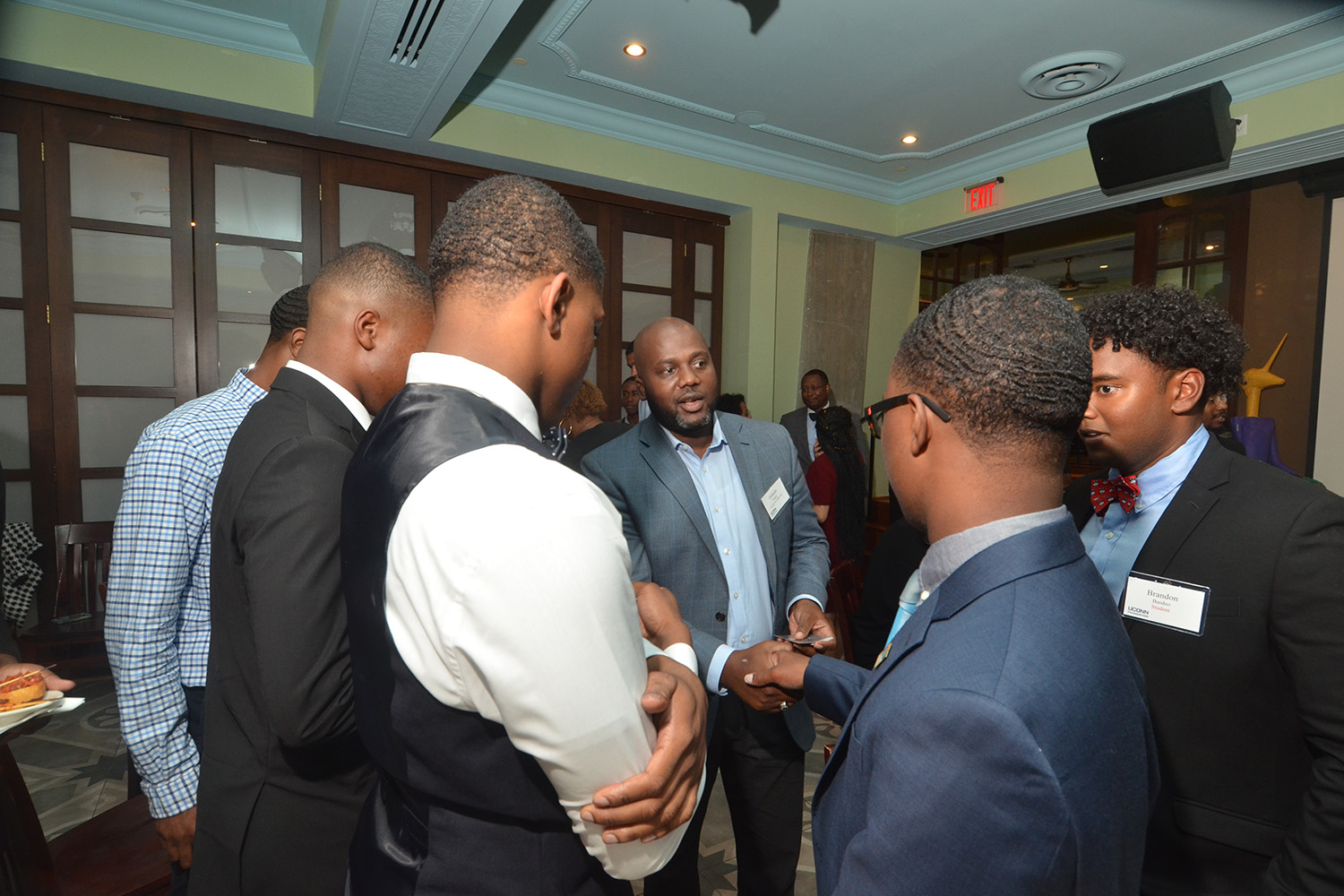 Orlando Wright '01 (CLAS), '03 MSW greets Scholars House students at the reception on September 14, 2018.