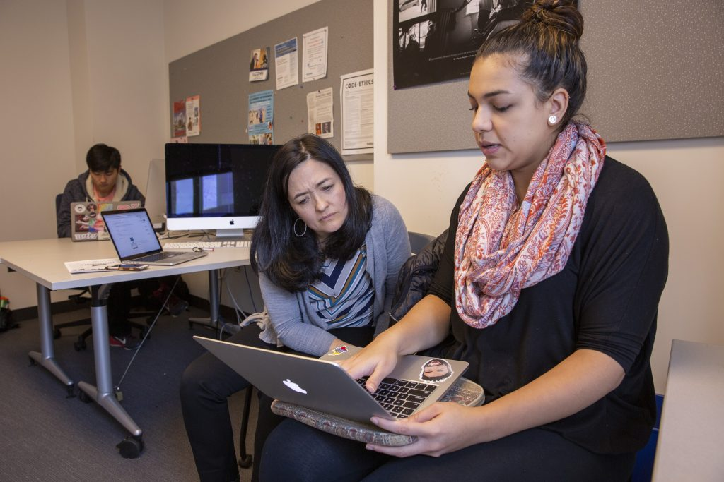Marie Shanahan, associate professor of journalism, and Camila Vallejo '19 (CLAS) in JOUR 4016: Publication Practice on Nov. 1, 2018. (Bri Diaz/UConn Photo
