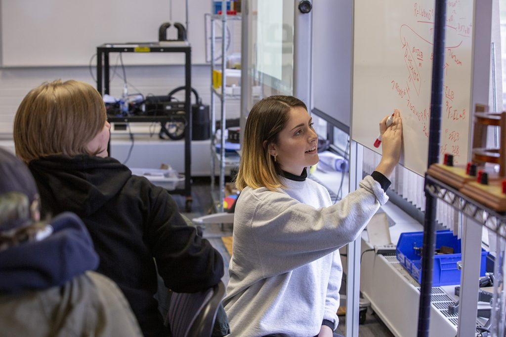 Students in PHYS 1602: Fundamentals of Physics II in a new Studio Learning Lab located in the Gant Science Complex on November 5, 2018. (Bri Diaz/UConn Photo)