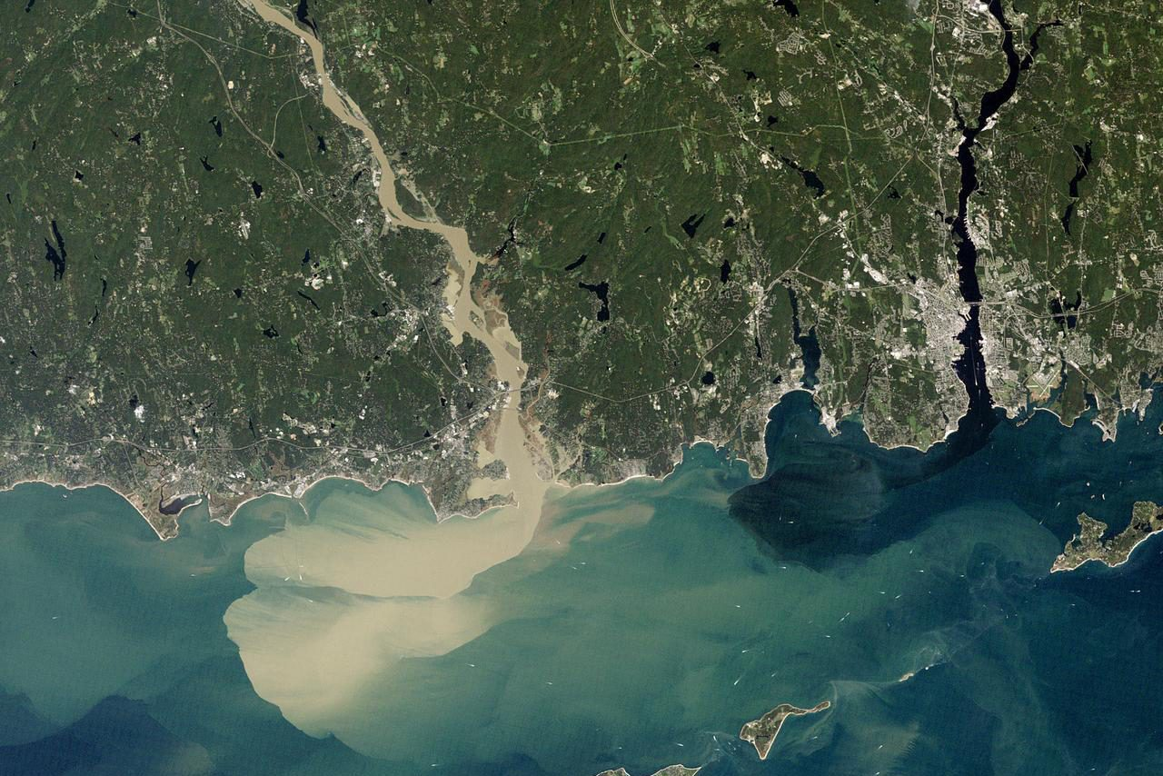 Nearly a week after Hurricane Irene drenched New England with rainfall in late August 2011. The Connecticut River was spewing muddy sediment into Long Island Sound and wrecking the region's farmland just before harvest. (NASA Earth Observatory image, using Landsat 5 data from the U.S. Geological Survey Global Visualization Viewer)