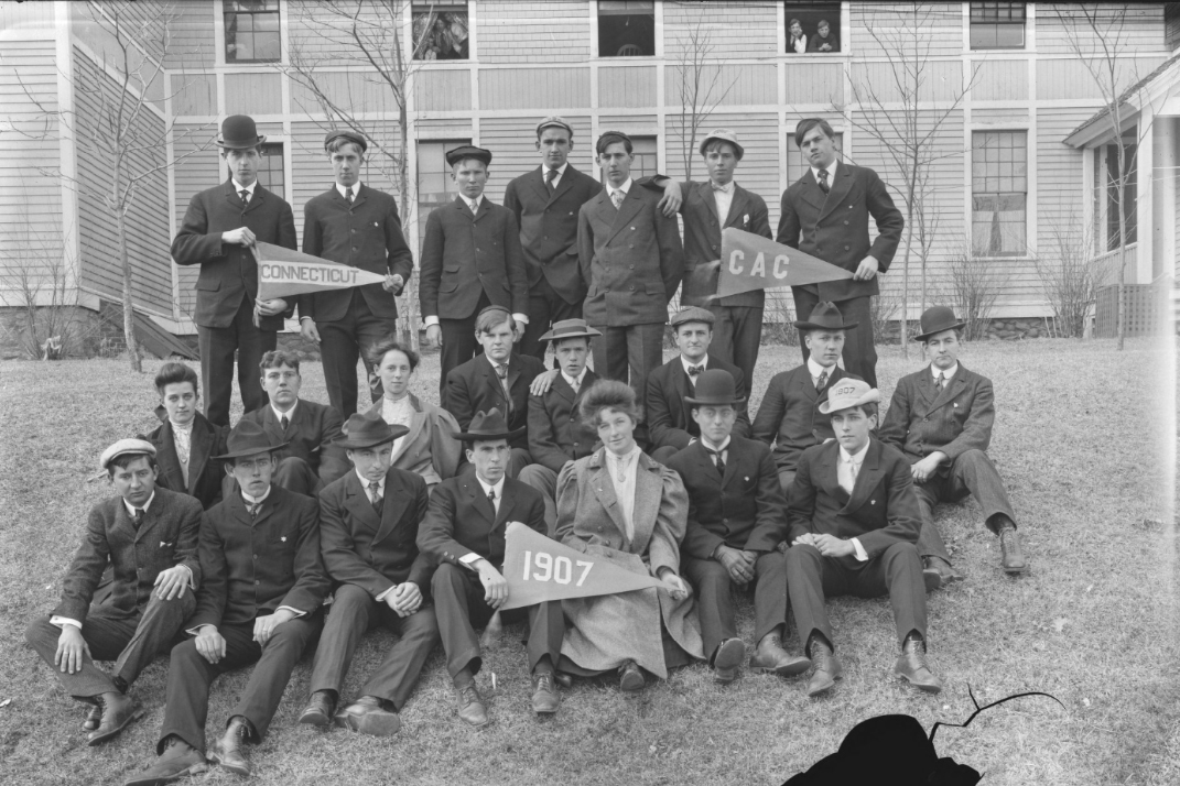 The Class of 1907. (University Library Archives & Special Collections)