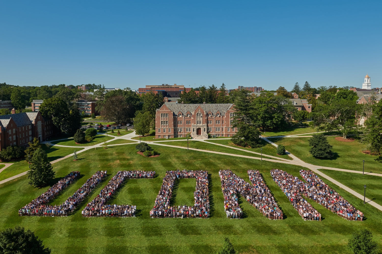 The Class of 2023 poses for a photo on the Great Lawn on Aug. 24, 2019. (Peter Morenus/UConn Photo)