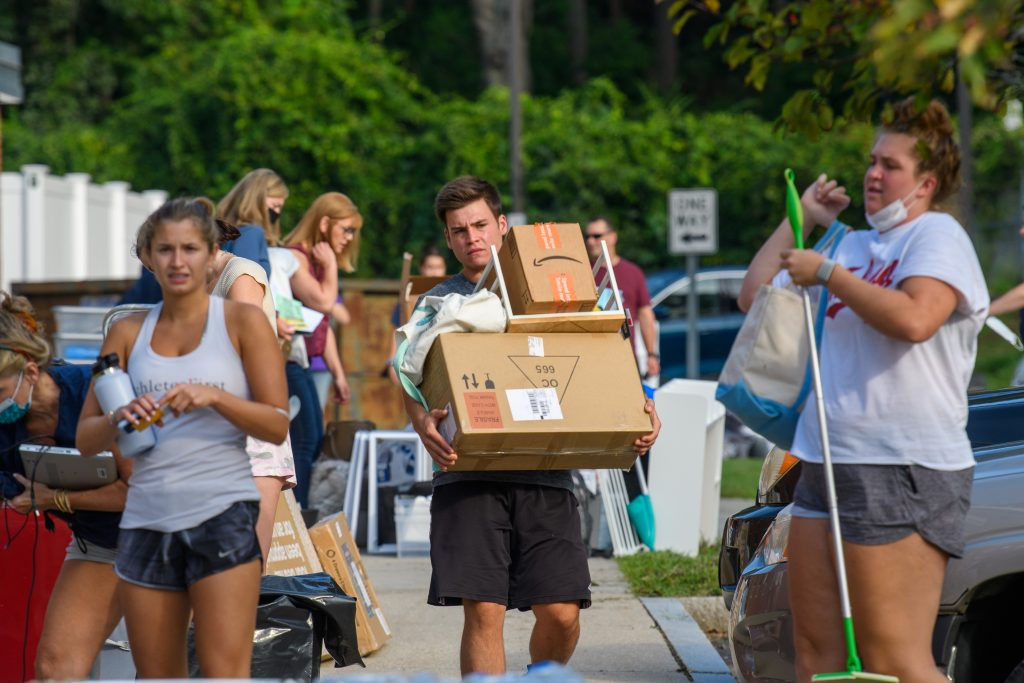 Students with help from family and friends move their belongings into dorms at the North Campus Residence Halls on Aug. 27, 2021. (Peter Morenus/UConn Photo)